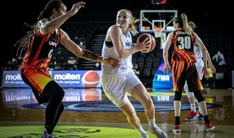 18042021 EuroLeague Women finale Hof drive.jpg