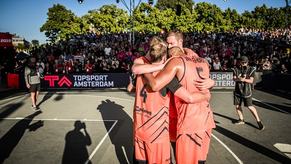 2019_3x3_FIBA 3x3 World Cup_Orange Lions_huddle.jpg