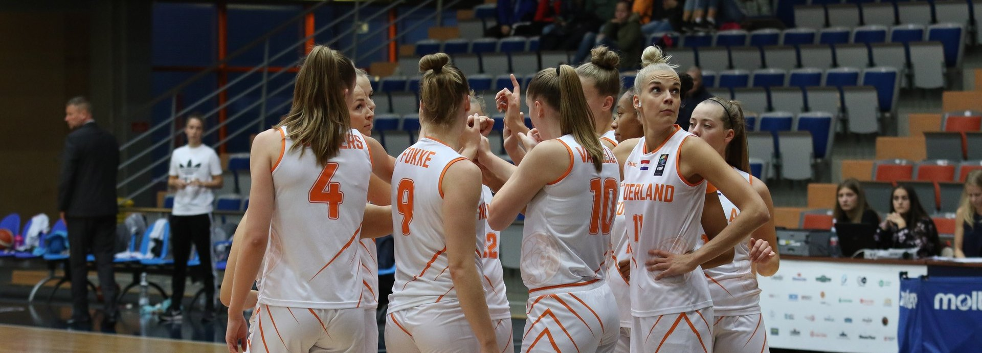 2019_Orange Lions_Vrouwen_EWBL_Huddle