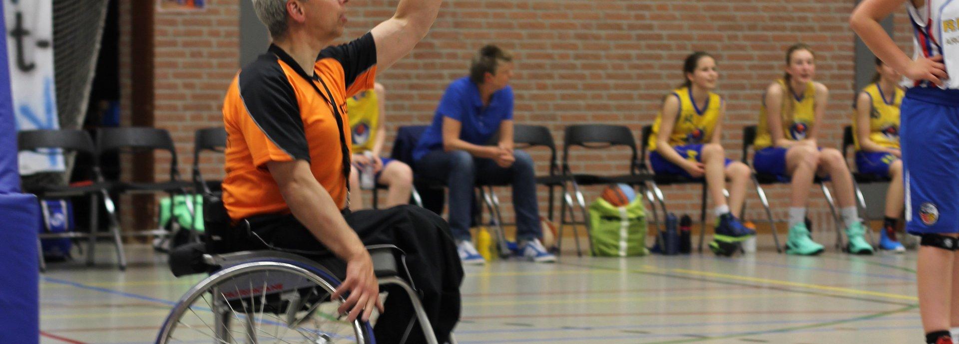 2020_Henk Baggen in actie als arbiter.jpg