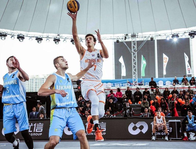 3x3 FIBA U23 World Cup Van Eyck omhoog SER.jpg