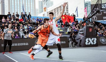 3x3 FIBA U23 World Cup Van Eyck dribbelt CHI.jpg