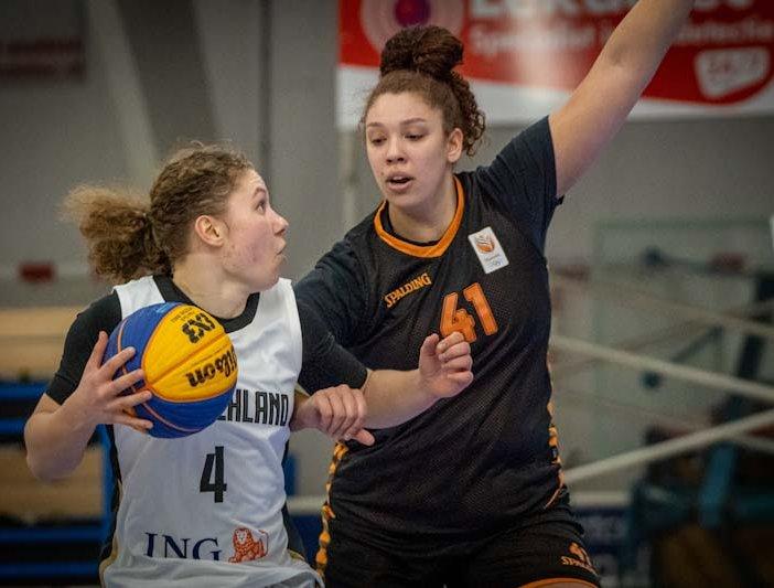 3x3 Orange Lions scrimmages Zoe Slagter.jpg