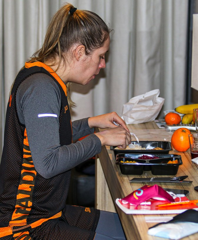 2021 Orange Lions vrouwen bubbel Cornelius eet