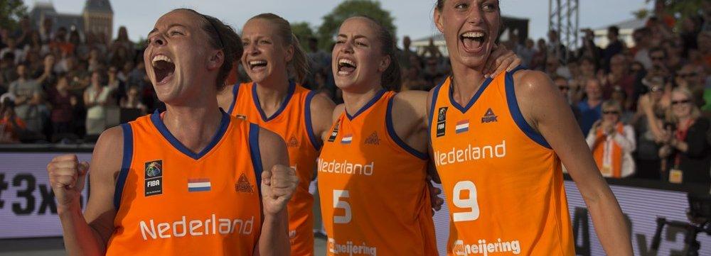 Bronzen girls LIG.jpg