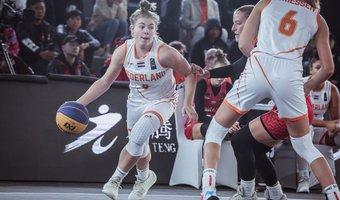 FIBA 3x3 U23 WK Fleuren dribbelt.jpg