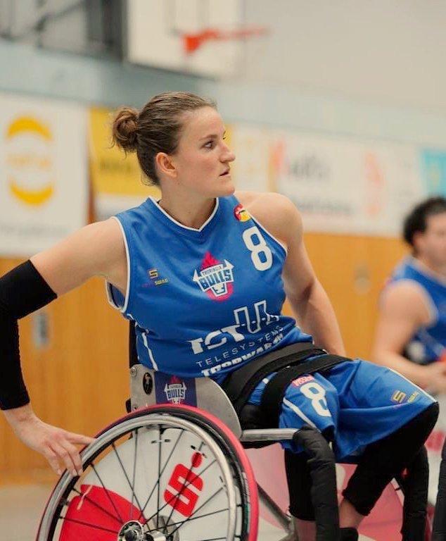 Jitske Visser rolstoel blik Thuringia Bulls.jpg