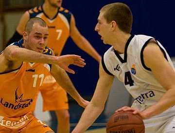 Jobse Landstede defense_edited.jpg