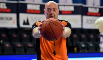 John van Dam basketbalarbiter.jpg