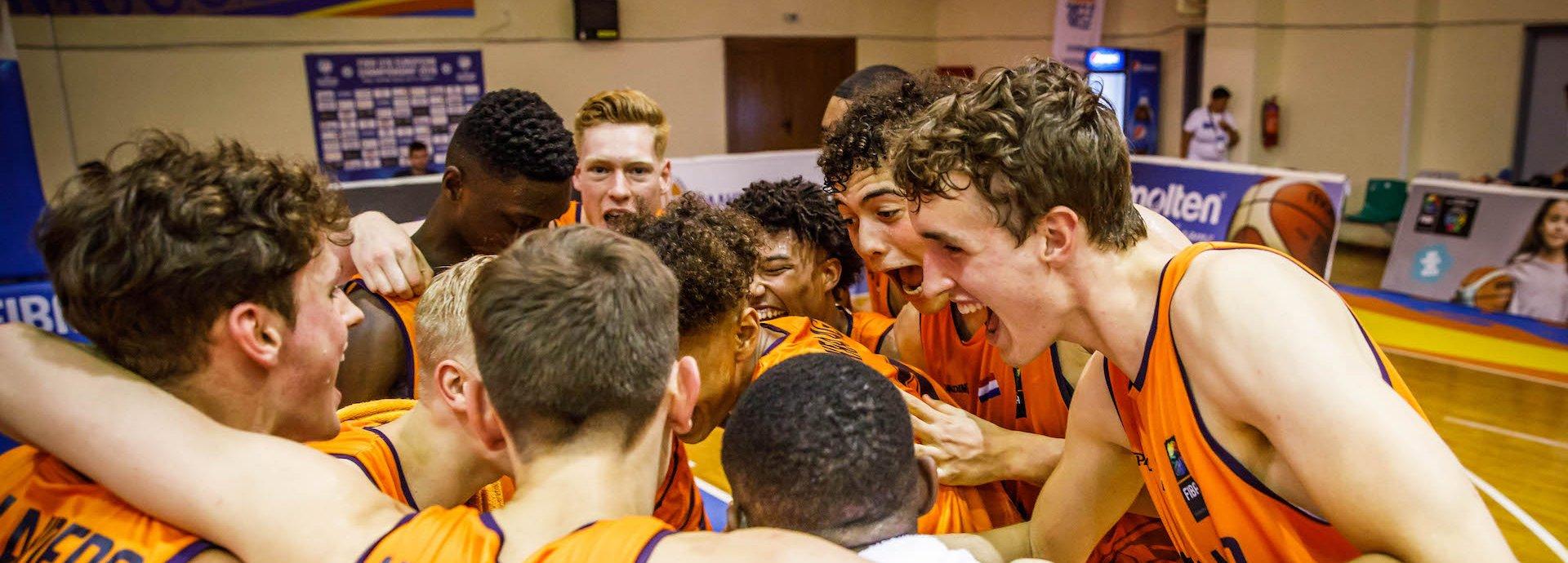 Orange Lions MU18 team.jpg